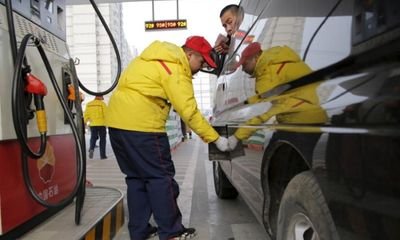 Giá dầu hôm nay tăng nhẹ do Mỹ giảm lượng dầu dự trữ