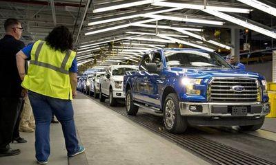 Ford tạm đóng cửa nhà máy sản xuất do hàng bán chậm