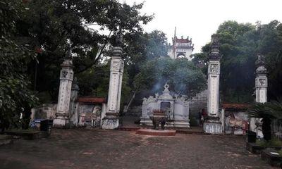 """Trộm """"viếng thăm"""" hòm công đức ở đền Cuông"""