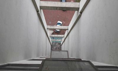 Vụ cháu bé 7 tuổi rơi từ tầng 11: Đã có nhiều vụ tai nạn tương tự