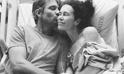 Xúc động người chồng kiên trì giúp vợ đánh bại bệnh ung thư bằng detox rau quả