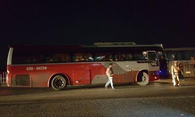 Nghẹt thở trong xe khách nhồi nhét từ Quảng Ninh lên Hà Nội