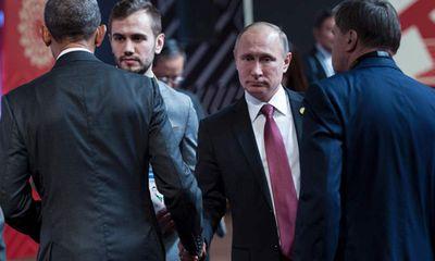 Tổng thống Putin và Tổng thống Obama không nhìn nhau khi bắt tay