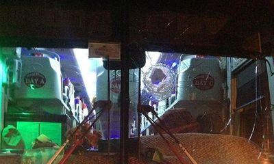 9X ném đá vỡ kính hàng loạt xe khách để ... giải trí