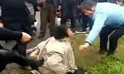 Người phụ nữ bị đám đông tấn công vì tin đồn