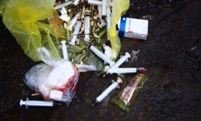 Bí mật trong những túi rác thải sinh hoạt trước cửa phòng khám