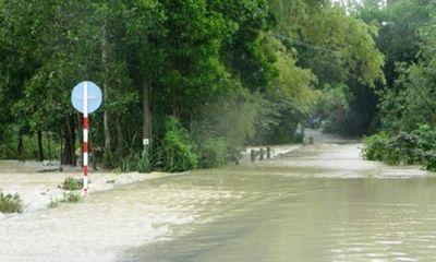 Nước lũ cuốn trôi hai mẹ con khi đi qua cầu