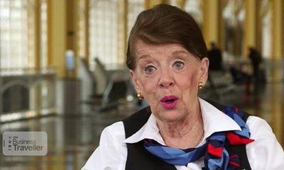 Kỳ lạ: Nữ tiếp viên hàng không 80 tuổi vẫn chưa muốn về hưu