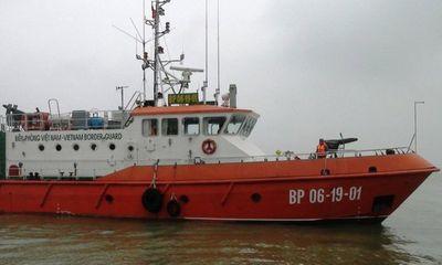 Cứu nạn thành công tàu cá cùng 15 ngư dân gặp nạn trên biển
