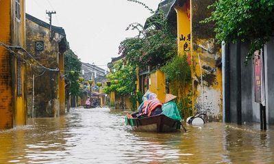 Mưa lũ ở miền Trung: Học sinh Quảng Nam phải nghỉ học vì không thể đến trường