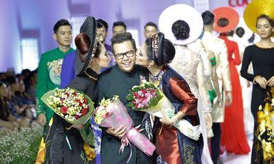 Việt Trinh - Lương Bích Hữu được dàn mỹ nam hộ tống trên sàn diễn