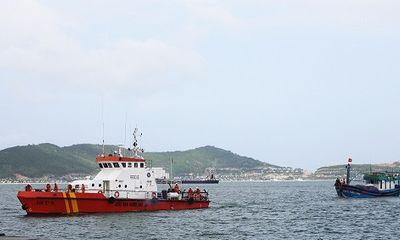Tìm kiếm 3 ngư dân Bình Định mất tích trên biển
