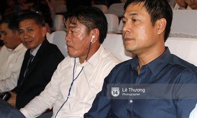 HLV Hữu Thắng, Hoàng Anh Tuấn đến Gala trao giải QBV VN 2016 để làm gì?