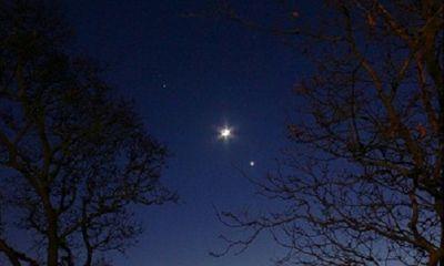 Sao Hỏa, Mặt Trăng và sao Kim xếp thẳng hàng trên bầu trời Anh