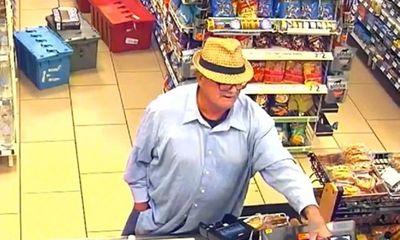 Khó tin: Người đàn ông lấy tay giả làm súng để cướp đồ