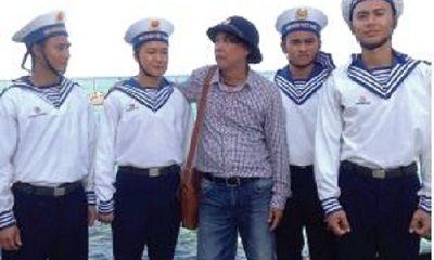 Câu chuyện xúc động của nhà thơ mang trường học ra biển khơi