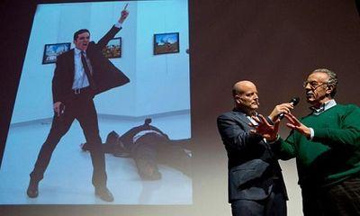Ảnh đại sứ Nga bị ám sát đoạt giải báo chí thế giới
