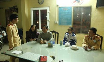 Cảnh sát giúp bé gái đi lạc từ Thái Bình sang Phủ Lý về với gia đình