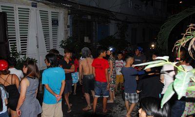 Giải cứu hai người đàn ông trong căn nhà bốc cháy ở TP HCM