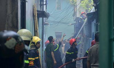 Cháy nhà trong hẻm, người dân tháo chạy tán loạn