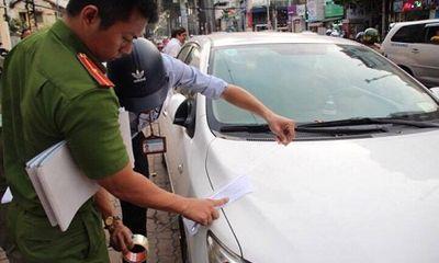 Đỗ trên vỉa hè Sài Gòn, xe biển xanh 80B bị cẩu về trụ sở công an