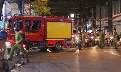 Cháy gara ô tô trong đêm, người dân bỏ chạy tán loạn