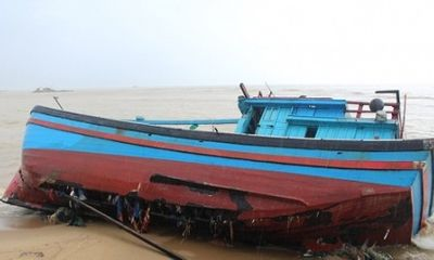 Chìm tàu ở biển Bình Thuận, 8 ngư dân được cứu sống