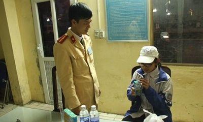 CSGT Hà Nội giúp bé gái đi lạc từ Hòa Bình về với gia đình