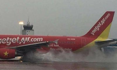 Hủy nhiều chuyến bay do mưa lớn bất thường kèm sấm sét ở Sài Gòn