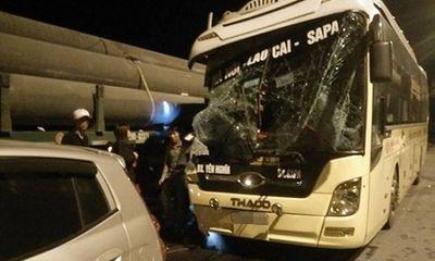 Xe khách húc đuôi xe đầu kéo, 6 người thương vong