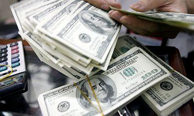 """Tỷ giá USD hôm nay 5/4: Đồng bạc xanh tiếp tục """"lao dốc"""""""