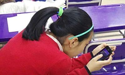 Dùng điện thoại, thiếu nữ bị biến dạng nghiêm trọng