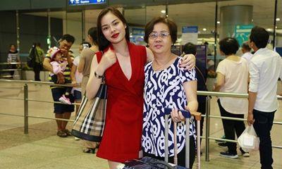 Mẹ Giang Hồng Ngọc tiễn con gái đi Châu Âu lưu diễn cùng Phi Nhung