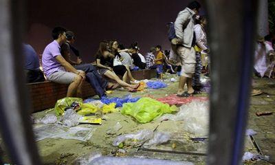 Đường phố Đà Nẵng ngập ngụa trong rác sau đêm pháo hoa đầu tiên