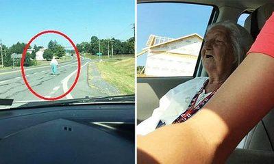 Tài xế taxi hảo tâm chở bà lão xa lạ và cái kết khiến nhiều người xúc động