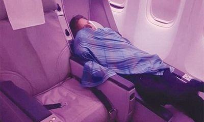 """Bỏ chuyến bay hơn 300 hành khách, cơ trưởng """"trốn"""" đi ngủ 2 tiếng rưỡi"""