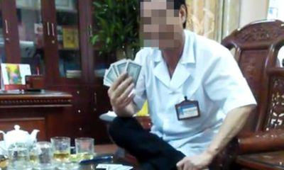 Tạm dừng bổ nhiệm lại giám đốc bệnh viện đánh bài ăn tiền