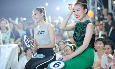 Giang Hồng Ngọc diện jumpsuit nổi bật, rạng rỡ ngồi ghế giám khảo