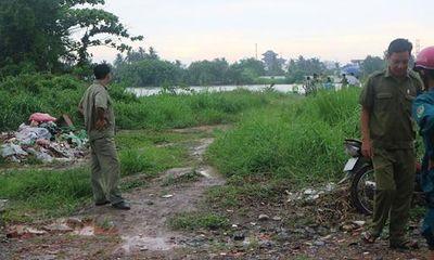 Phát hiện thi thể người đàn ông đội mũ bảo hiểm trôi trên sông