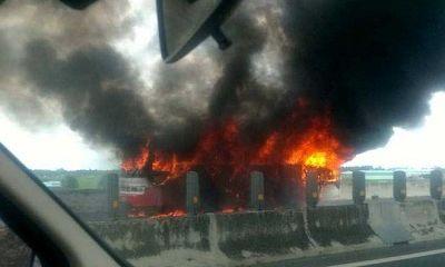 Xe khách 50 chỗ bốc cháy ngùn ngụt trên cao tốc Trung Lương - TP. Hồ Chí Minh