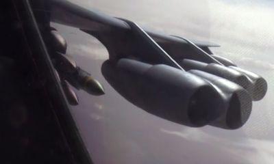 Không quân Mỹ công bố video B-52 ném bom tiêu diệt IS