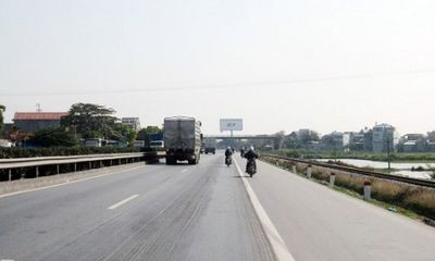 Một người buôn vịt say nắng tử vong trên quốc lộ