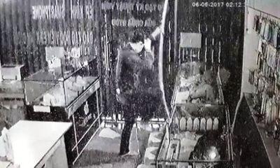 Trích xuất camera, truy bắt kẻ trộm đu dây vào cửa hàng điện thoại