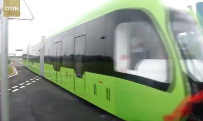 Trung Quốc giới thiệu tàu chạy đường ray ảo đầu tiên trên thế giới