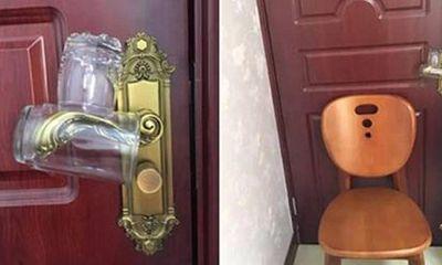 Mẹo nhỏ với hai chiếc cốc giúp bạn tránh kẻ lạ mặt vào phòng