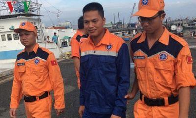 Thuyền trưởng rơi xuống biển, trôi dạt 14km vào giữa đêm