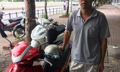 Vui mừng khi nhận lại xe máy được CSGT tìm thấy sau 7 năm bị mất