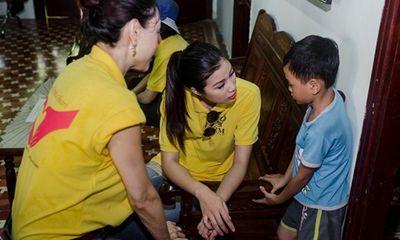 Liên Phương, Nguyễn Thị Thành đi thăm trẻ mồ côi ở Đà Nẵng