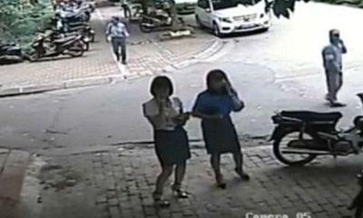 Xe chở nữ Phó Chủ tịch quận Thanh Xuân đi ăn trưa đỗ sai quy định