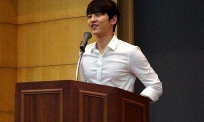 Tiết lộ hình ảnh của Song Joong Ki thời đại học gây chú ý